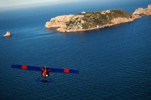 Avioneta rans s12 volando por las islas medes