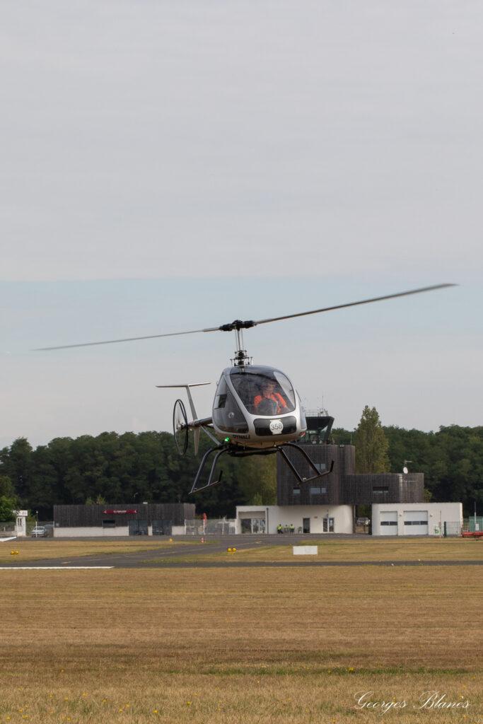 Helicoptero Dynali h3 estacionario